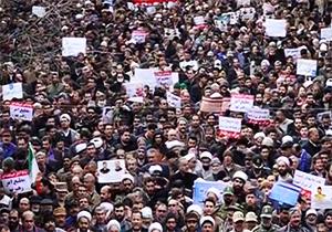 مشت محکم بر دهان فتنه گران با حضور پرشور مردم در خیابانها + فیلم