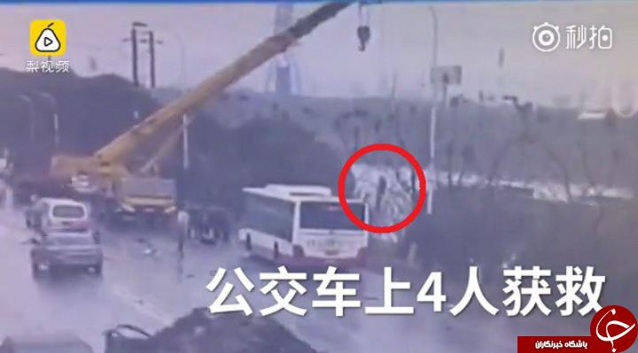 لحظه سقوط وحشتناک اتوبوس شهری به داخل رودخانه + فیلم////////////////////////////