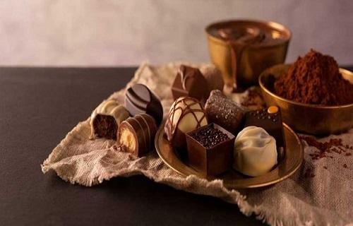 چگونه به کمک شکلات سلامت خود را تضمین کنیم؟ /ماده مغذی خوشمزهای که سلامت خانمها را تضمین میکند