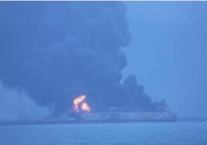 ادامه آتشسوزی در نفتکش ایرانی برای سومین روز