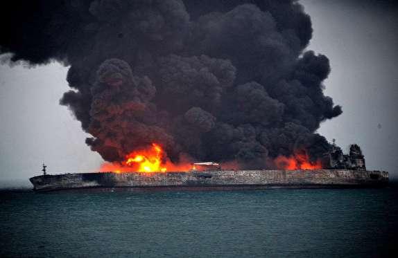 آتشسوزی در نفتکش ایرانی برای سومین روز ادامه دارد/ جسد کشفشده در آبهای چین، جسد یک ایرانی بود