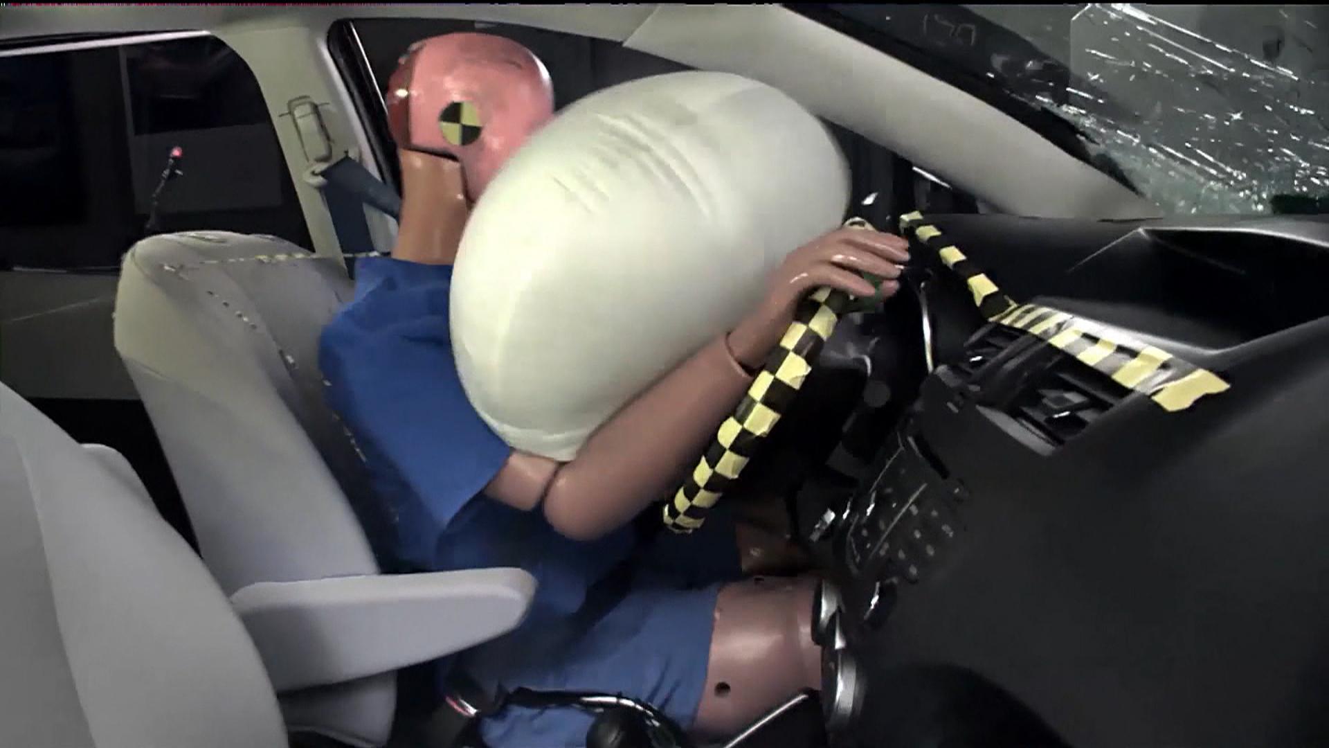 آزمایش ساده برای تأثیر کار کیسه هوا در خودرو +فیلم