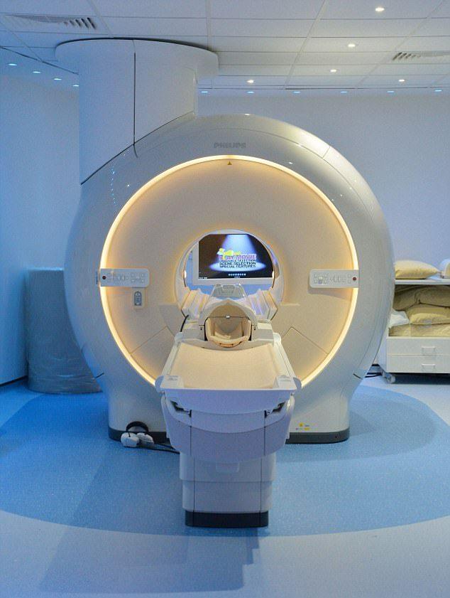 -جراحان در آینده نزدیک در زمان جراحی میتوانند اسکن رنگی از بیمار بگیرند۲-اسکنرهای مینیاتوری؛ نسل آینده دستگاههای اسکن در اختیار جراحان۳-وسایل اعجاب انگیز پزشکی که در آینده در زمان جراحی به کمک جراحان میآیند
