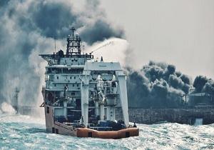آغاز عملیات اطفای حریق نفتکش «سانچی» از دقایقی دیگرحق شناس: امیدواریم تیم تجسس نجات سازمان بنادر امروز وارد نفتکش شود