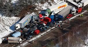 کشته و زخمی شدن ۳۳ نفر در حادثه جادهای در جمهوری چک