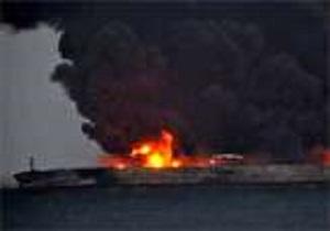 توقف عملیات اطفای حریق نفتکش سانچی به دلیل امواج و انفجار/اطفای حریق هوایی از صبح فردا