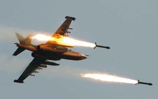 جنگندههای سوری مواضع تروریستها در حومه ادلب را بمباران کردند