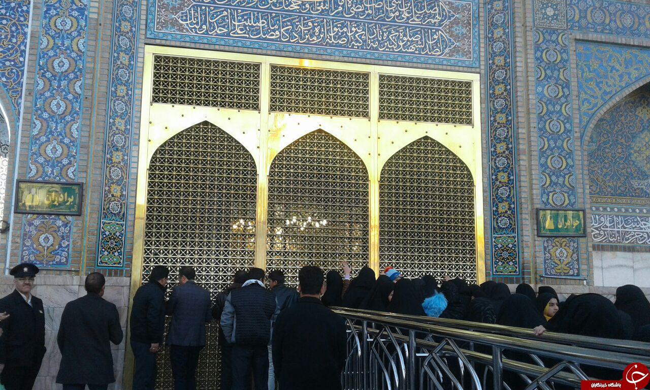 حال و هوای زائران در بارگاه ملکوتی امام رضا (ع) + فیلم و تصاویر