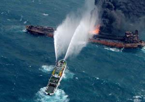 شعلههای آتش در نفتکش گستردهتر شده است