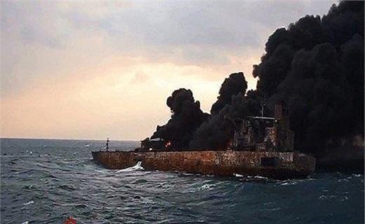بی کیفیت بودن کار چینیها در نفتکش ثابت شد/ خطای انسانی یا احمال کاری چینیها کدام یک دلیل غرق شدن نفتکش ایرانی بود.