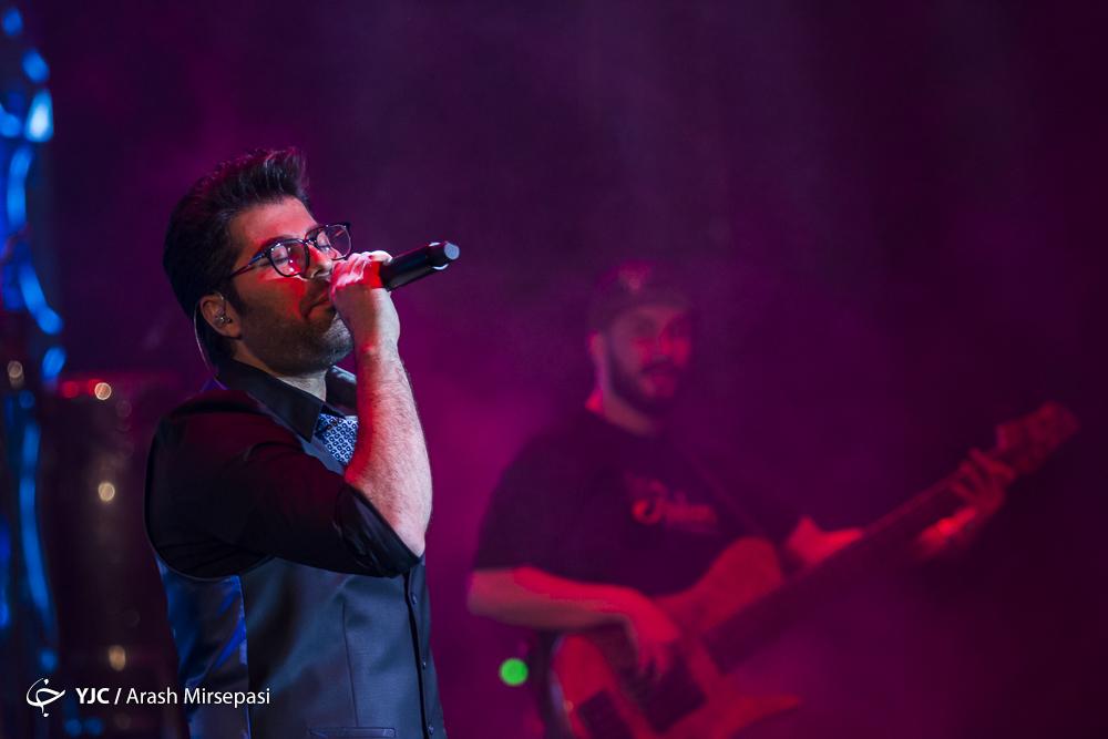 زلزله در کنسرت همایون/ خواننده شیرازی سالگرد نخستین کنسرتش را جشن گرفت