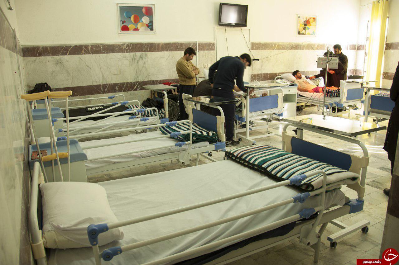هدیه دادن مساعدت های کارکنان مخابرات خراسان رضوی به زمین لرزه زدگان +تصویر