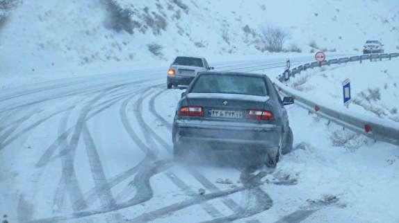 باشگاه خبرنگاران -خونسردی اولین گام مقابله با حوادث است / توصیه های ایمنی برای رانندگی در روزهای سرد زمستان