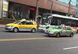 باشگاه خبرنگاران - تصادف شاخ به شاخ موتورسیکلت با تاکسی + فیلم