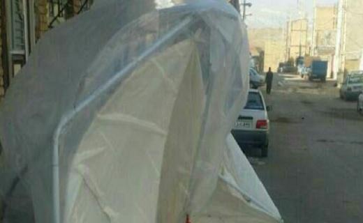 واژگونی چادرها و کانکسهای زلزله زدگان بر اثر وزش باد شدید