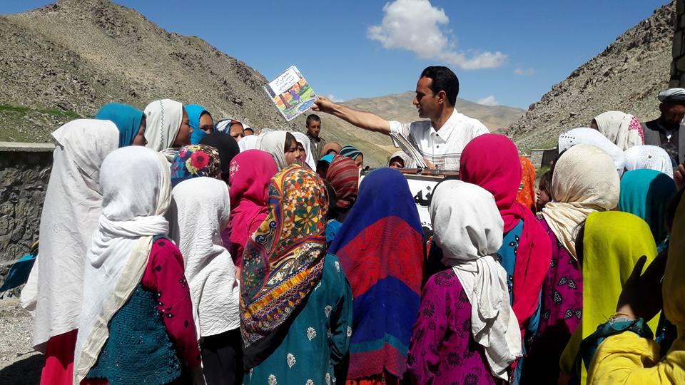 دوچرخه ای که کتابخانه سیار کودکان افغانستانی است + تصاویر