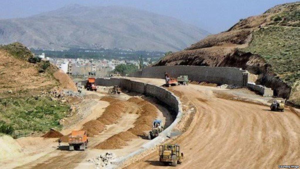 قطعه یک آزاد راه تهران شمال نوروز 97 زیر بار ترافیک می رود/ بنیاد مستضعفان از اراضی آزاد راه سهمی ندارد