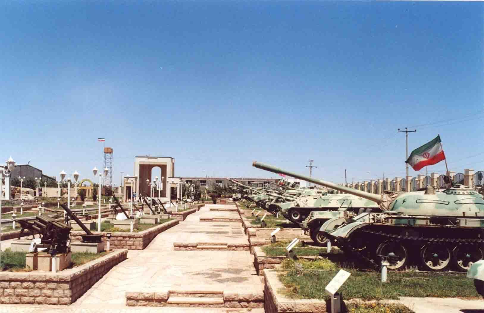 فرماندهان ارشد نیروهای مسلح از موزه انقلاب اسلامی و دفاع مقدس بازدید کردند