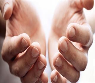 ۸ علت سردی انگشتان که از آنها بی خبر هستید
