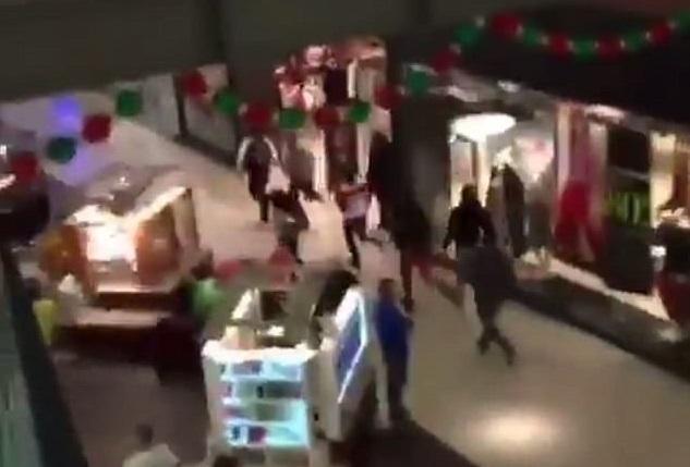 وحشت مردم از حمله مسلحانه به یکی از مراکز خرید + فیلم