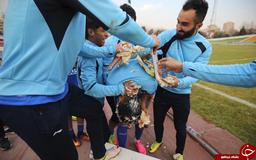 قربانی کیک مالی در تمرینات استقلال (عکس)