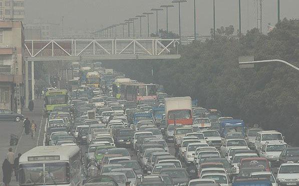 ظرفیت فضای تردد خودروها 8 برابر انسان ها در شهر تهران است/ قدمت آلودگی هوای تهران 60 ساله است