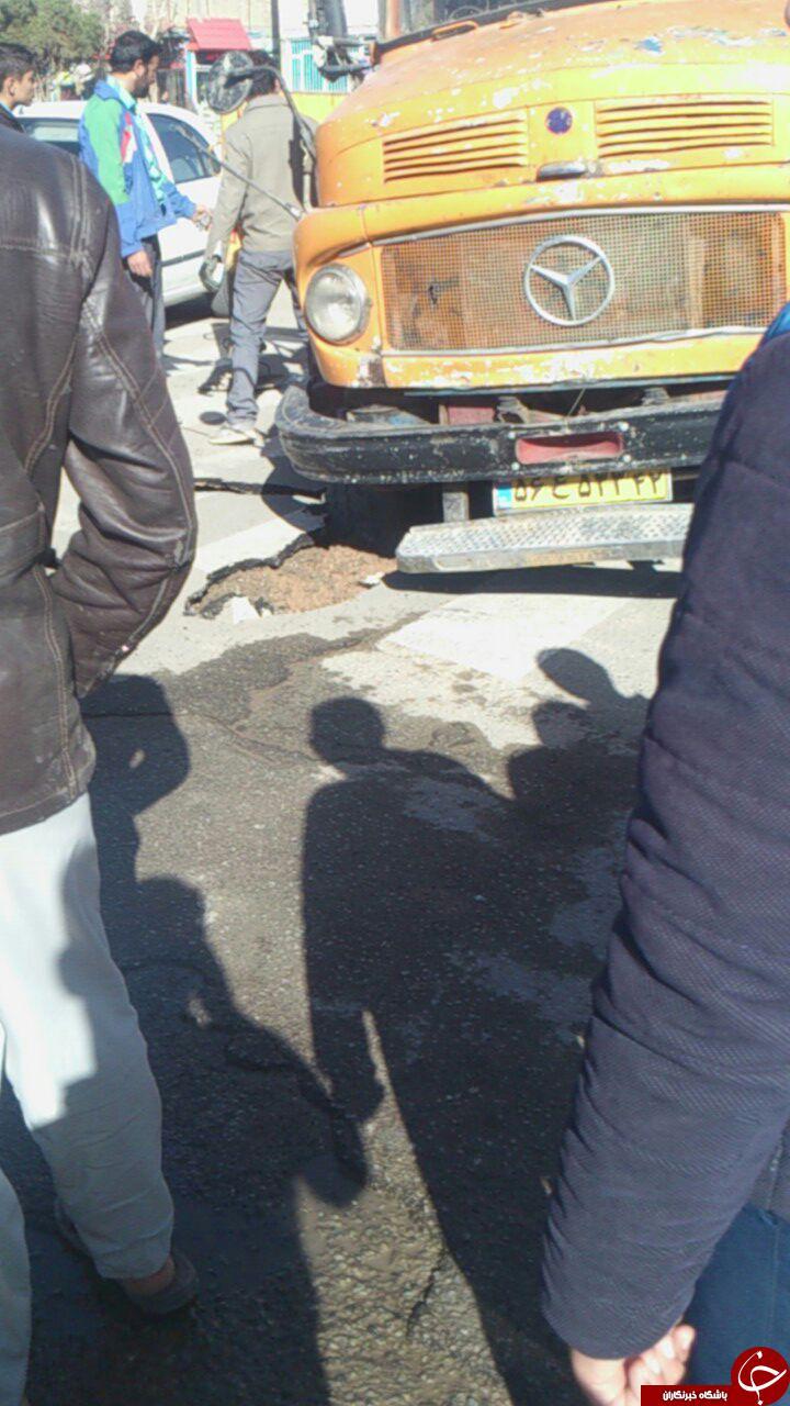 وقتی چرخهای کامیون در زمین فرو میرود + تصاویر