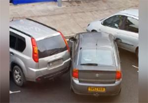 شاهکار یک راننده زن در پارک خودرو + فیلم