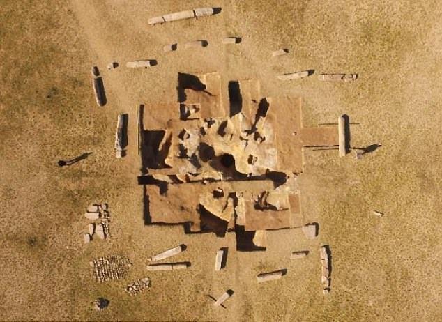 1-بنای باستانی عجیب و شگفت انگیز در قلب صحرای مغولستان+ تصاویر2-بنایی اسرار آمیز و مرموز در دل استِپهای های صحرای مغولستان+ تصاویر