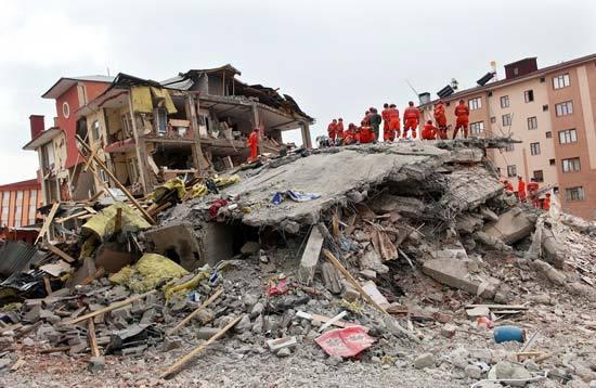 1-مرگبارترین زلزلههای تاریخ جهان+ تصاویر2-زلزلههایی مرگبار درجهان که در تاریخ ماندگار شدند+ تصاویر3-مرگبارترین زلزلههایی که چشمان دنیا را اشک آلود کرد+ تصاویر4-مشهورترین زلزلههای مرگبار در دنیا + تصاویر