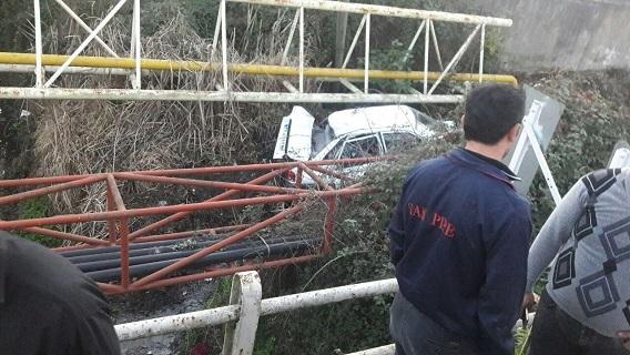 ۳ مصدوم در سقوط پراید به کانال آب در لولمان+عکس