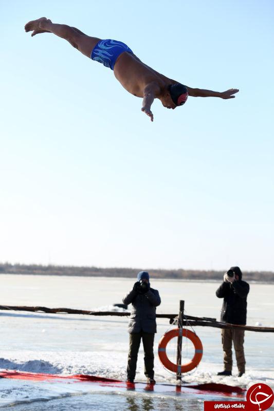 شنای زمستانی چینی ها در استخر یخچالی + تصاویر