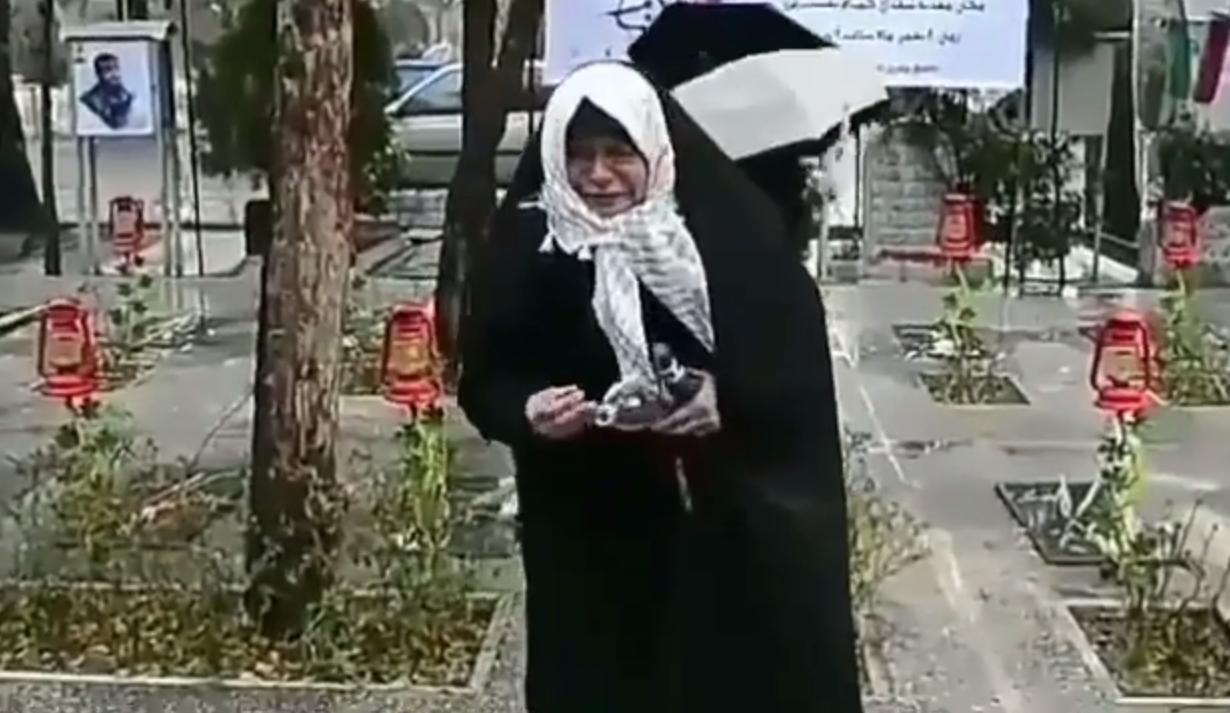 درد و دل یک مادر شهید در گلزار شهدای گمنام +فیلم