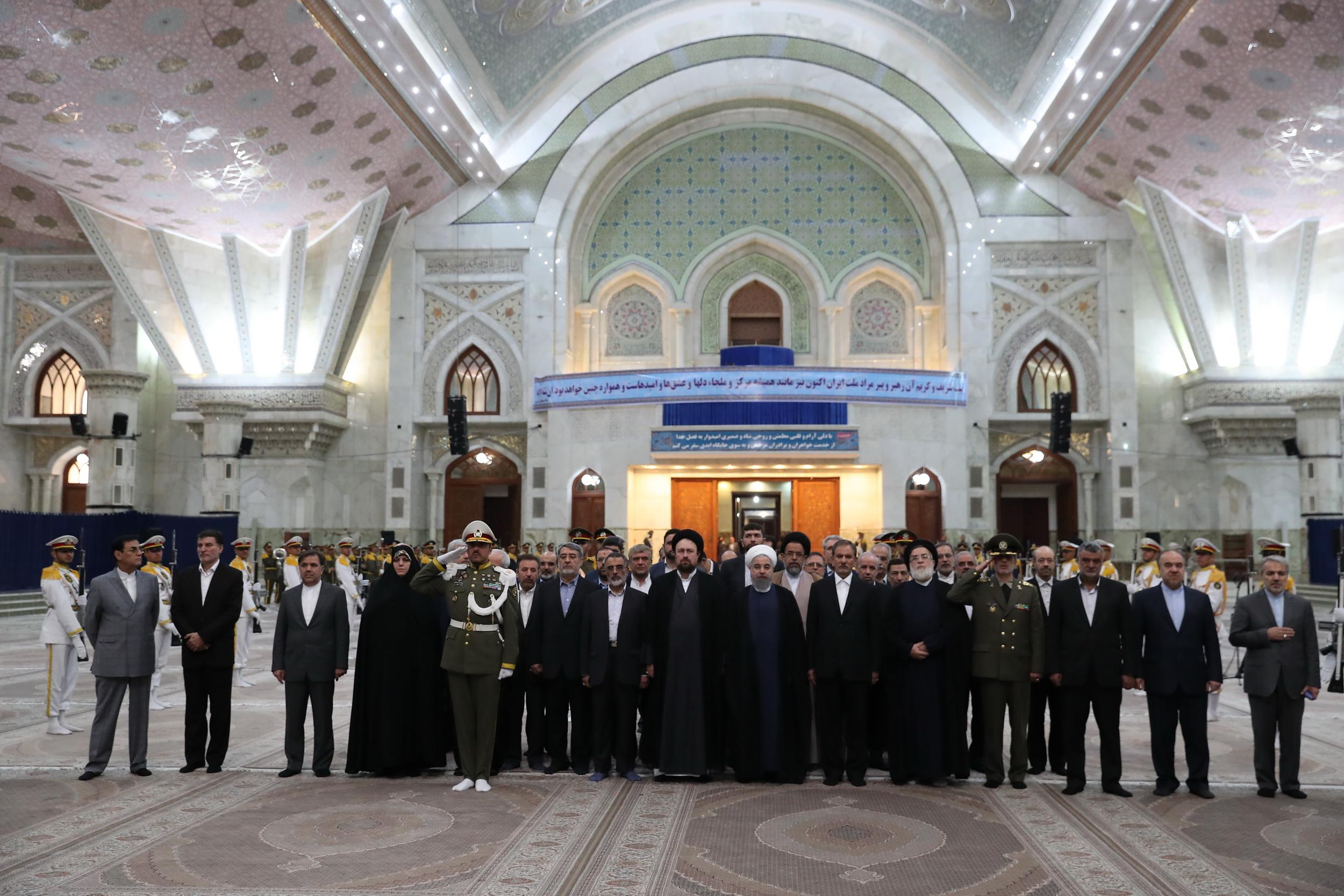رئیس جمهور و اعضای هیئت دولت با آرمانهای امام خمینی (ره) و شهیدان تجدید میثاق کردند