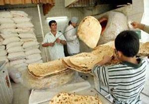 در حاشیه شهر همدان نان توزیع می شود