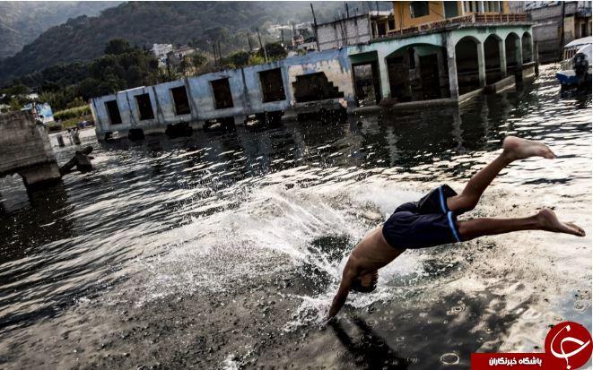 تصاویر روز: از قایق سواری در خیابان های پاریس در پی بارش باران تا اجرای نمایش جنگندههای آمریکا در تایوان