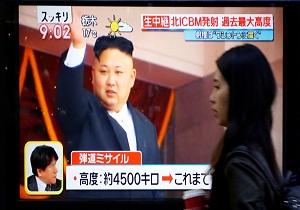 کره شمالی از جدیدترین موشکهای دوربُرد خود رونمایی میکند