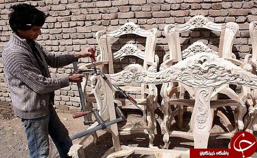 هنر دست منبت کاران قمی بر صنعت مبلمان کشور خود نمایی می کند