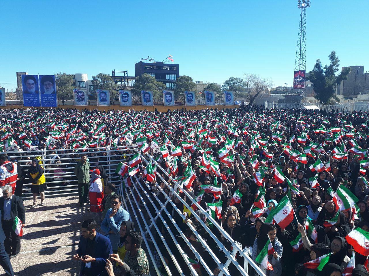 افتخار می کنیم که هیچ ابرقدرتی در انقلاب حامی ما نبود/در واشنگتن کسی فکر نکند میتواند برای ملت بزرگ ایران تصمیم بگیرد