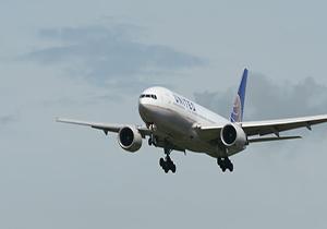 تیک آف هواپیمای مسافربری غول پیکر در هوای مه آلود + فیلم
