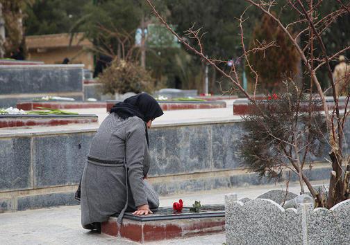 عطرافشانی گلزار شهدا در شهرهای لرستان