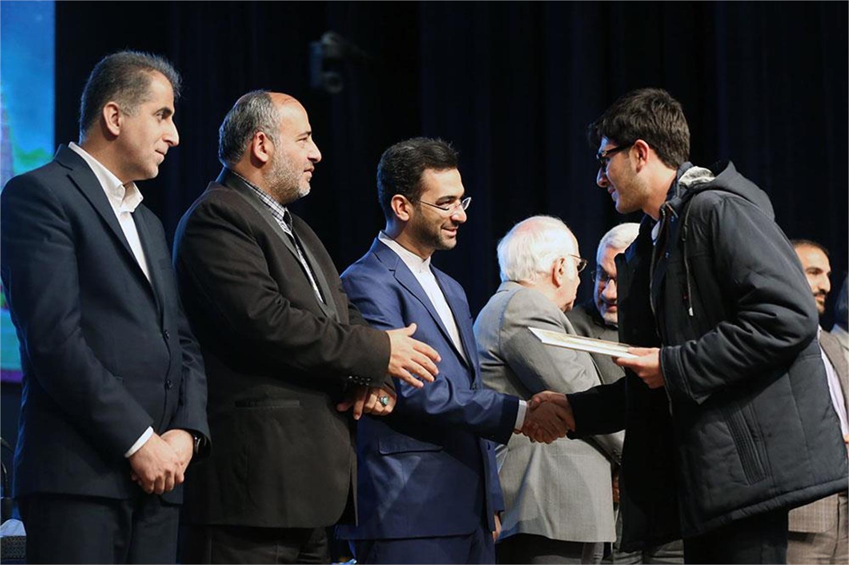 برگزیدگان رقابت دانشجویی طراحی و ساخت ماهواره مکعب ایرانی معرفی شدند