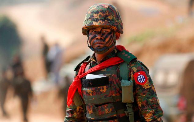 تصاویر روز: از مجروح شدن ورزشکار کره شمالی در کره جنوبی تا رژه سربازان ارتش سریلانکا