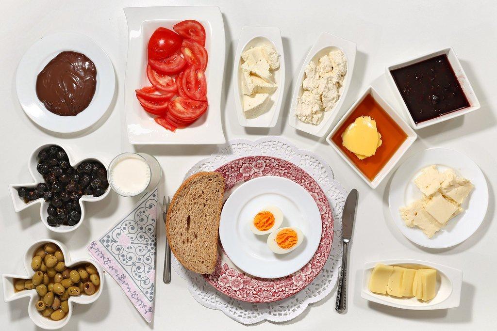 5 عادت غلط درباره صبحانه خوردن که باید از آنها دوری کرد