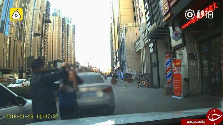دعوای شدید راننده زن با راننده مرد بر سر جای پارک! فیلم