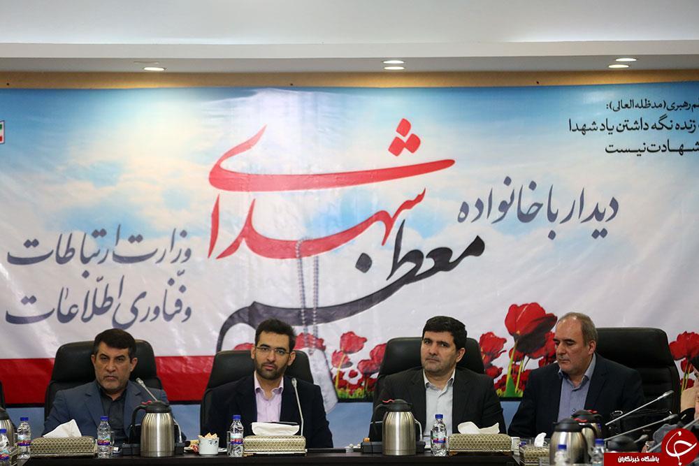 تصاویر دیدار وزیر ارتباطات با خانواده شهدا