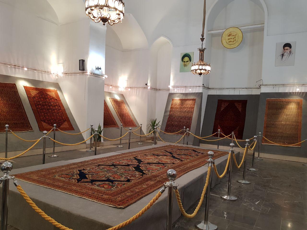 نمایش فرش های یک قرنی ملایر در کاخ گلستان
