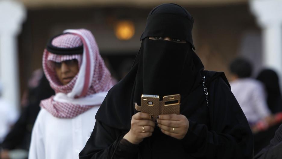کوشش عربستان برای جذب گردشگران بیگانه/ آسان سازی قوانین ذی ربط به حضور بانوان در اجتماع من جمله حجاب