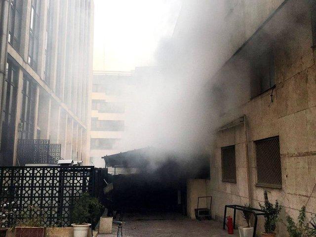 آتش همچنان در طبقه منفی 4 ساختمان وزارت نیرو شعلهور است