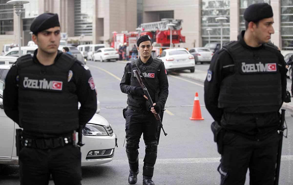 پلیس ترکیه ۱۲ تظاهرکننده معترض به عملیات در سوریه را بازداشت کرد